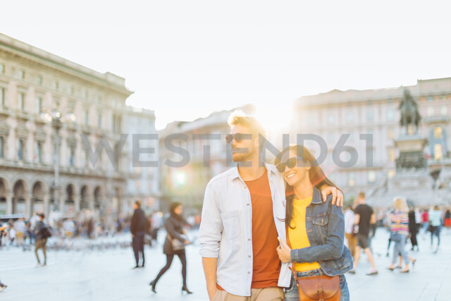 Couple sightseeing, Piazza del Duomo, Milan, Italy - CUF47620