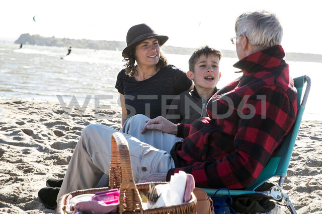 Senior adult man with daughter and grandson enjoying beach - CUF47728