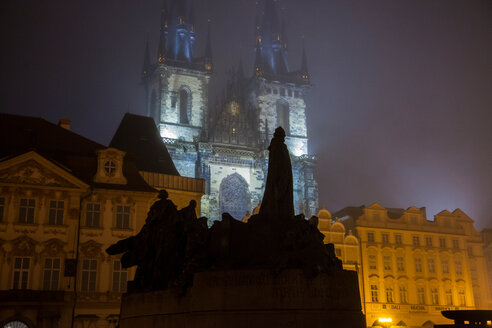 Statues in foreground, Church of Our Lady before Týn, Old Town Square, Prague, Czech Republic - CUF47785