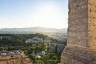 Blick von den Propyläen und der Akropolis auf Observatorium und Areopag, Akropolis, UNESCO-Weltkulturerbe, Athen, Griechenland - MAMF00342