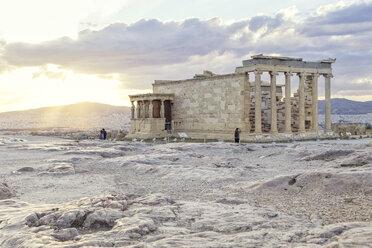 Erechtheion im Sonnenuntergang, Akropolis, UNESCO-Weltkulturerbe,  Athen, Griechenland - MAMF00351