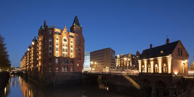 Deutschland, Hamburg, HafenCity, Speicherstadt, Speichergebäude, Fleetschlösschen - WIF03743