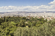 Greece, Athens, Ancient Agora, Hephaisteion and cityscape - MAMF00368