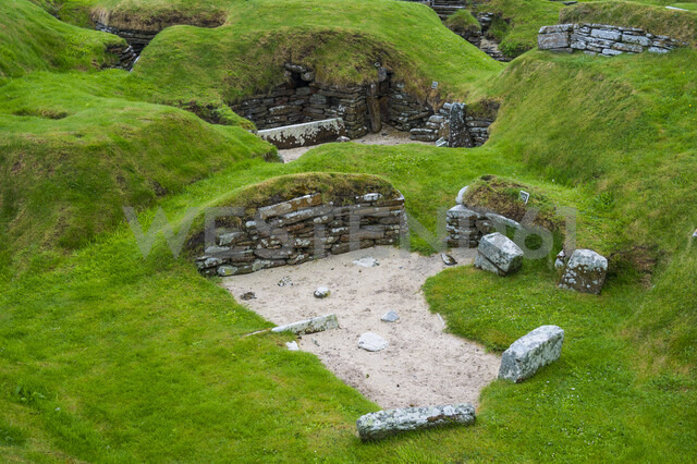 United Kingdom, Scotland, Orkney Islands, Mainland, Unesco world heritage sight, the stone build neolithic settlment of Skara Brae - RUNF00990