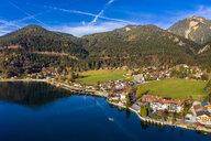 Luftaufnahme, Deutschland, Bayern, Oberbayern, Walchensee, Kochel am See am Abend - AMF06704