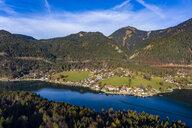 Luftaufnahme, Deutschland, Bayern, Oberbayern, Walchensee, Kochel am See am Abend - AMF06710