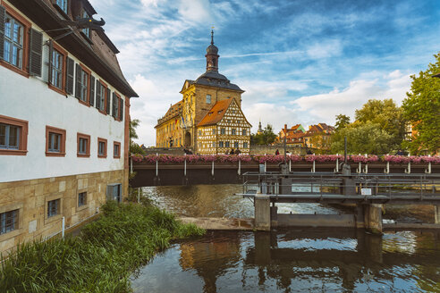 Germany, Bavaria, Bamberg, Old town hall and Regnitz river - TAM01135