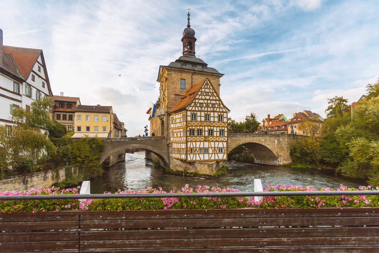 Germany, Bavaria, Bamberg, Old town hall, Obere Bruecke and Regnitz river - TAMF01138 - A. Tamboly/Westend61
