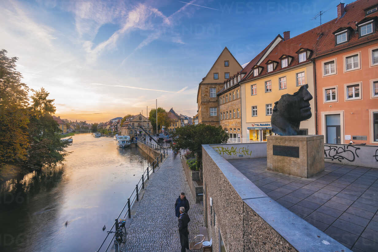Germany, Bavaria, Bamberg, old town, Regnitz river at twilight - TAM01147 - A. Tamboly/Westend61