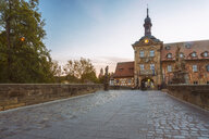 Germany, Bavaria, Bamberg, bridge towards old town hall at dusk - TAMF01150