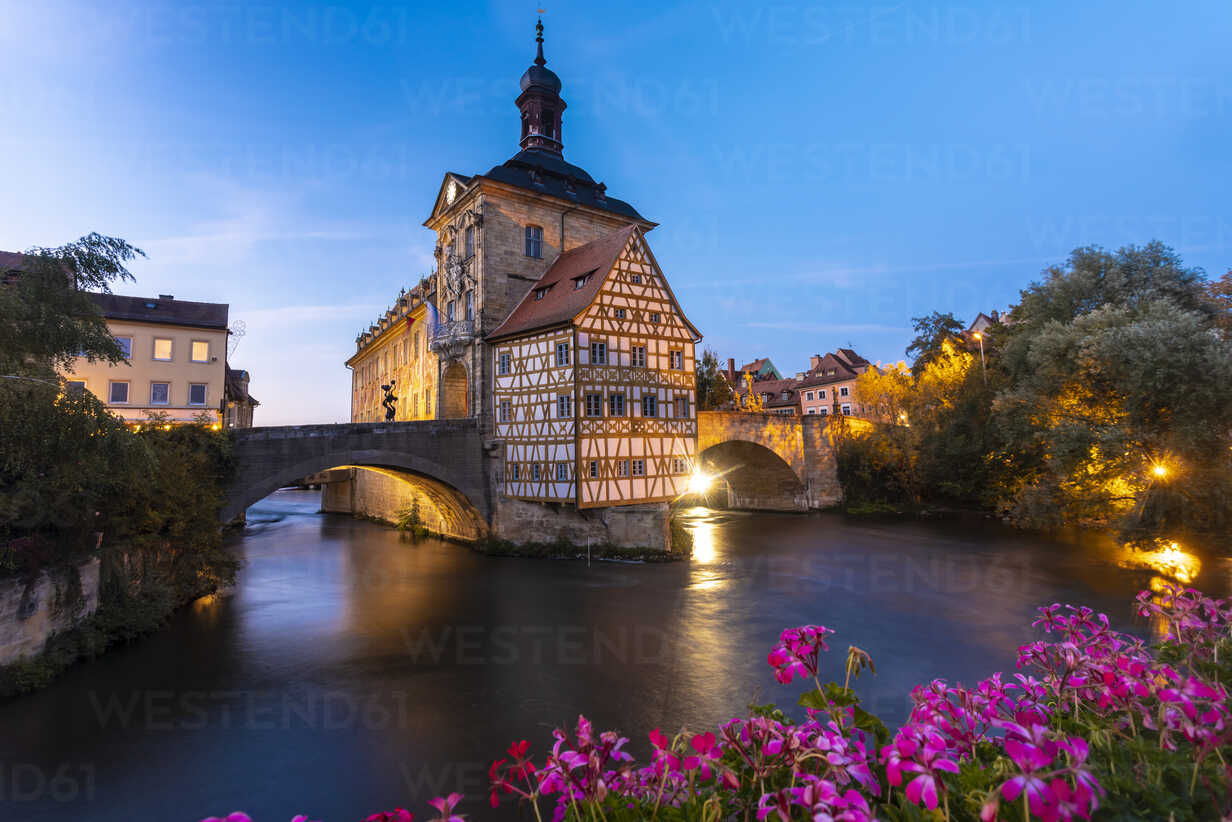 Germany, Bavaria, Bamberg, Old town hall, Obere Bruecke and Regnitz river at dusk - TAMF01156 - A. Tamboly/Westend61