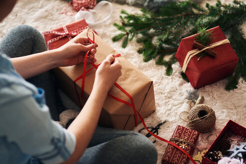 Woman wrapping Christmas presents - CUF48167
