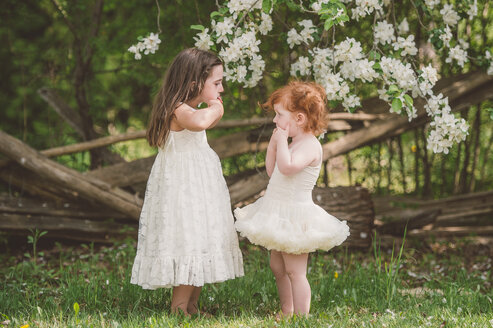 Sisters making faces at each other - ISF20254