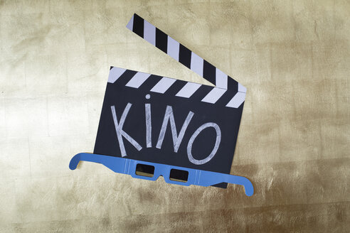 Clapperboard and 3D Glasses on golden background - KLR00790
