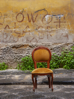 Italy, Naples, graffiti, chair - WWF04856