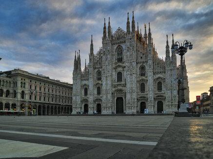 Italy, Milan, Milan Cathedral at sunrise - LOMF00793