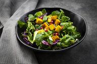 Mixed salad with roasted tofu, red cabbage, pomegranate seeds and curcuma - LVF07672