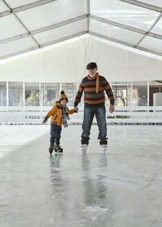 Grandfather and grandon on the ice rink, ice skating - ZEDF01793