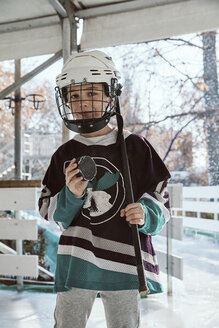 Portrait of a boy in ice hockey gear - ZEDF01796