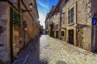 Spain, Baleares, Valldemossa, empty alley - THAF02468