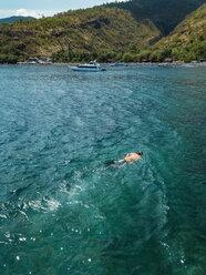 Man snorkeling in ocean - KNTF02606