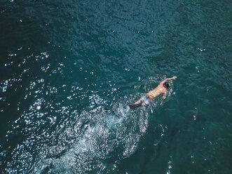 Man snorkeling in ocean - KNTF02609