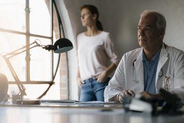 Deutschland; Hamburg; Frau; 44 Jahre; Mann; 69 Jahre; Speicherstadt; Arzt; Medizin - JOSF02933