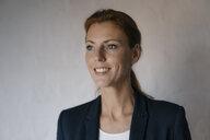 Portrait of smiling businesswoman looking sideways - JOSF03005