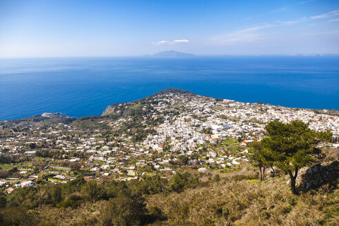Italy, Campania, Capri, Buildings aginst the sea - FLMF00098