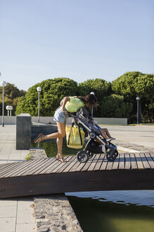 Mother and Daughter. Barcelona, Spain. - MAUF02399