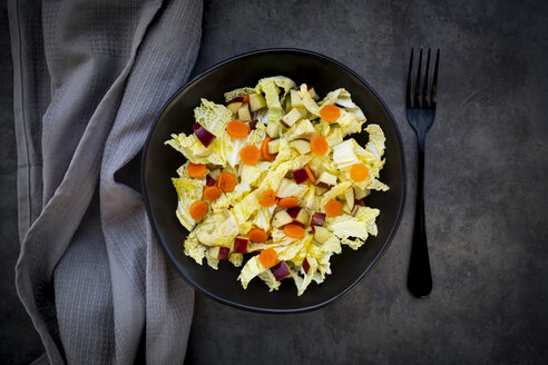 Winter salad with chinese cabbage, apple and carrot - LVF07674