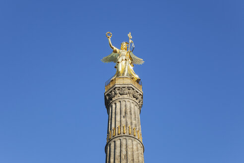 Germany, Berlin, view to victory column against blue sky - GWF05819
