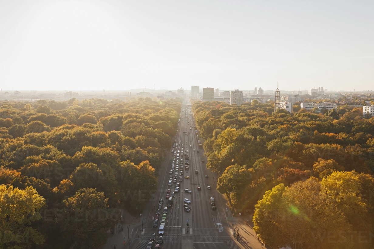 Germany, Berlin, view to Großer Tiergarten with Strasse des 17. Juni  from Victory Column in autumn - GWF05822 - Gaby Wojciech/Westend61