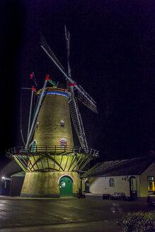 Netherlands, Goeree-Overflakkee, Ouddorp, windmill at night - MHF00499