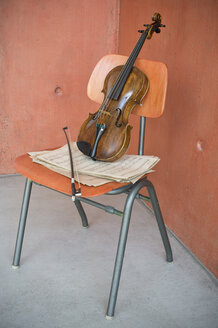 Violin, bow and sheet music on wooden chair - CRF02816
