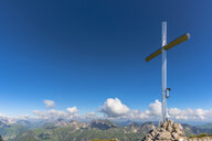 Germany, Bavaria, Allgaeu, Allgaeu Alps, summit cross on Hochrappenkopf - WGF01298