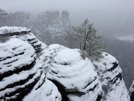 Germany, Saxony, Saxon Switzerland, Bastei area in winter - JTF01176