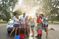 Portrait of friends washing car - HEROF08349