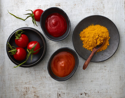 Tomatoes, curry powder, chili ketchup, and tomato ketchup in bowls - KSWF02015