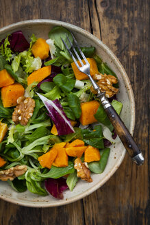 Mixed green salad with hokkaido pumpkin and walnut - LVF07720