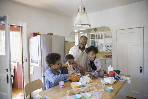 Father and children baking cake in kitchen - HEROF09512