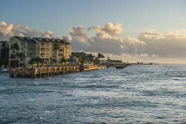 USA, Florida, Key West, seafront of Key West at sunset - RUNF01004