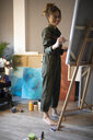 Young woman painting in her atelier - GRSF00077