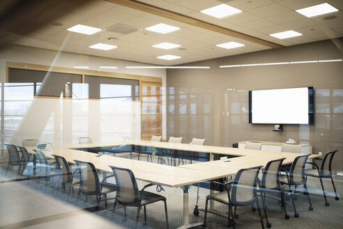 Empty conference room with television screen - HEROF10739