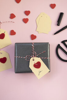 Valentine gift on pink background - MOMF00599