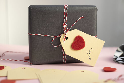 Valentine gift with self-made tag - MOMF00602