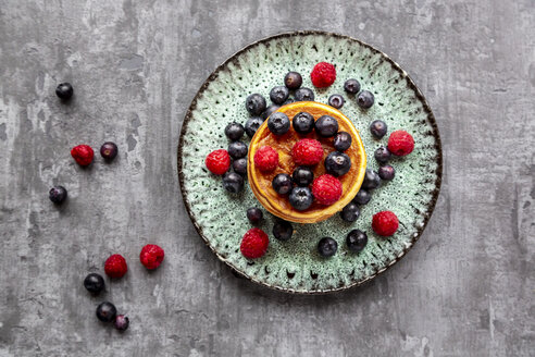 Pancakes with blueberries, raspberries and black currants - SARF04071
