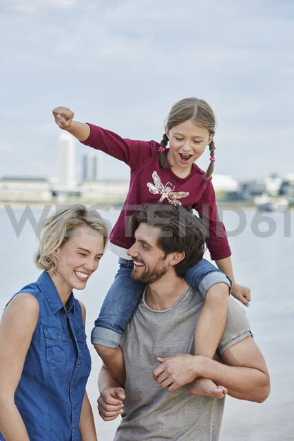 Germany, Duesseldorf, happy family with daughter at Rhine riverbank - RORF01692 - Roger Richter/Westend61