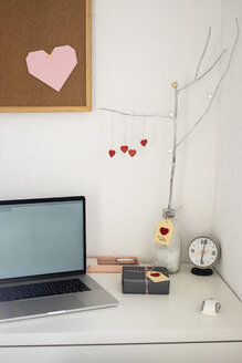 Office desk with Valentine's gift - MOMF00608