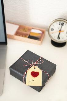 Valentine gift on office desk - MOMF00611